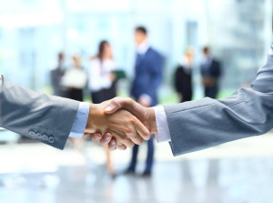 Business-handshake-and-business-people-photo-3